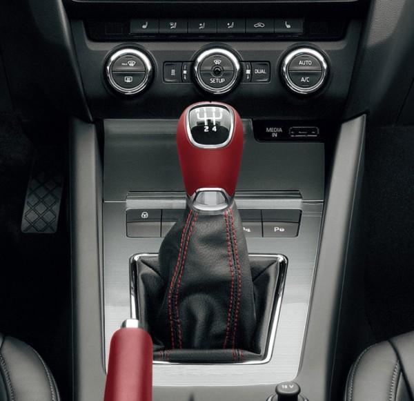 Lederschaltknauf aus Leder, rot für 5-Gang Schaltgetriebe Fabia III